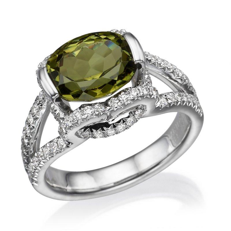 18K White Gold Peridot And Diamond Fashion Ring