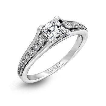 18k White Gold Tapered Design Ring
