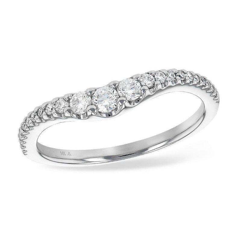 King's Bridal Graduated Diamonds Curved Band   #050739