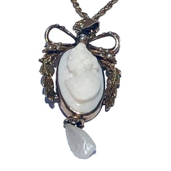 "10kt Yel Cameo Drop Pendant w/Seed Pearls on 18"" chain"