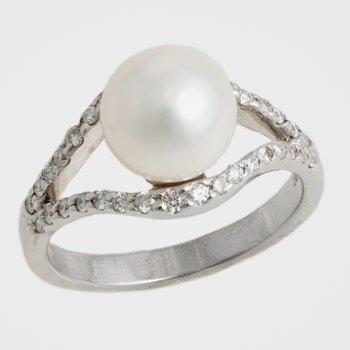 18kt White Gold 9mm Pearl & Diamond Ring