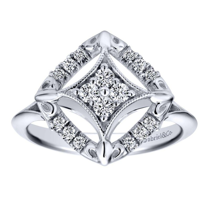 King's 14kt Wh Diamond Design Ring