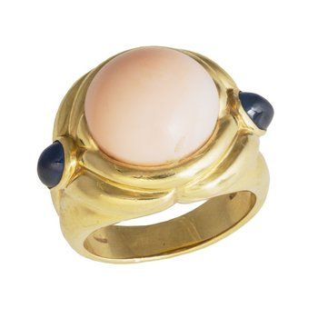 18kt Yel Pink Coral Ring w/Cabochon Pearshape Sapphires