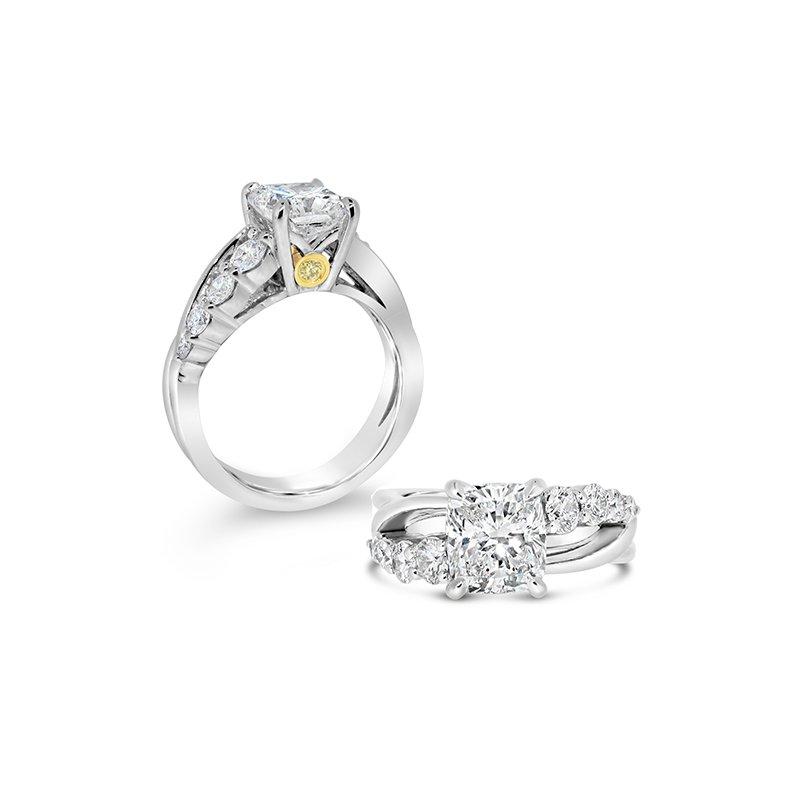 Aires Custom Bridal cushion center ring