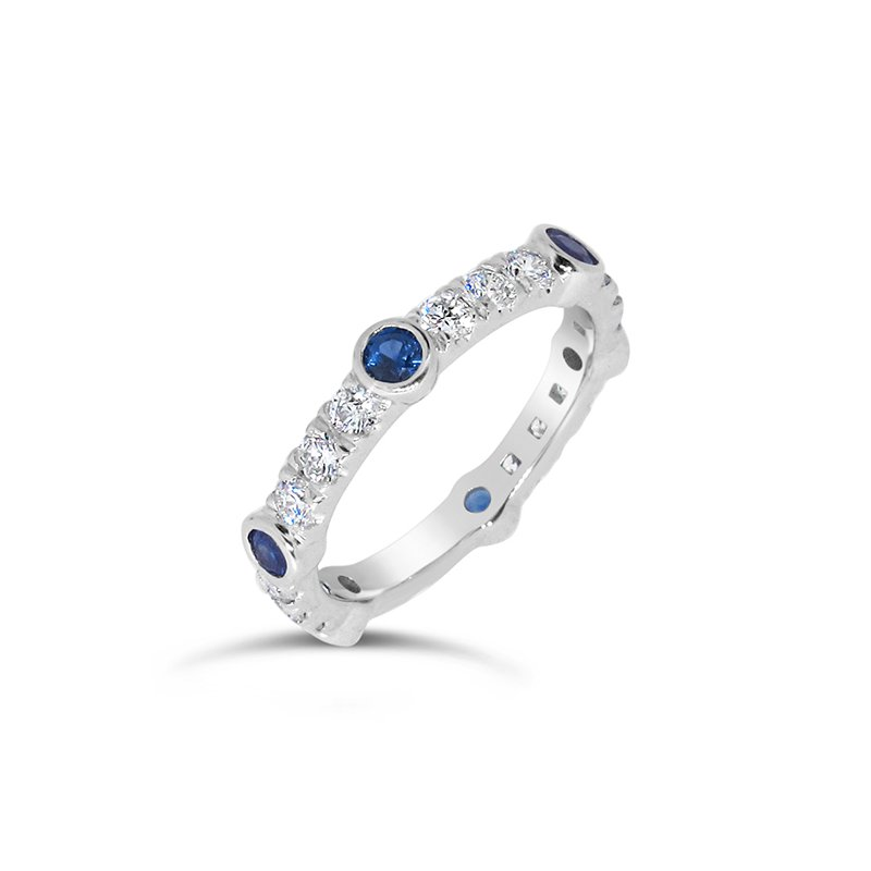 Aires Custom Fashion sapphire and diamond band