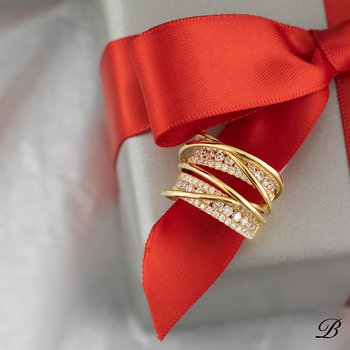 Dimensional Diamond Ring