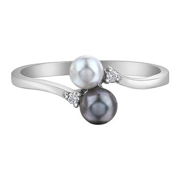 Ladies Black and White Pearl Ring