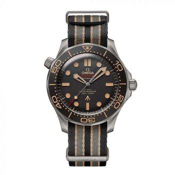Seamaster Diver 300 007 Edition on NATO Strap