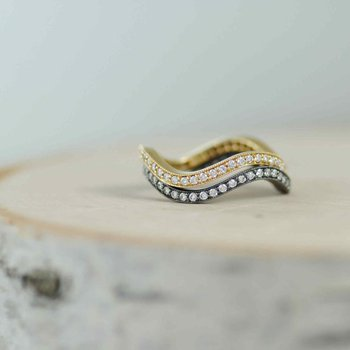 Wave Shaped Band with Pavé-Set Diamonds (0.35ctw) in 18K Gold