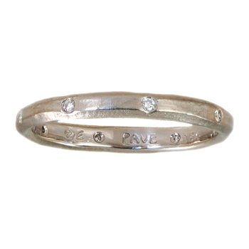 18K White Gold and 8 Diamonds Band