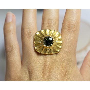 Green Sapphire (6.22ct) Ring with Textured Halo in 22K Yellow Gold