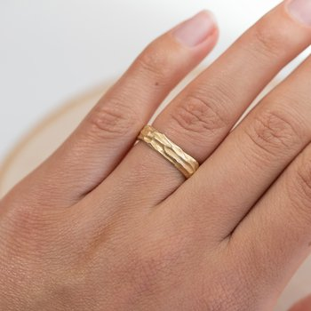 Redwood Bark Band in 18K Yellow Gold