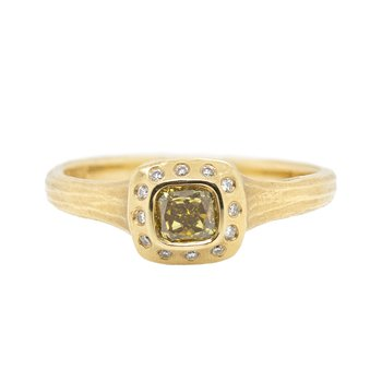Diamond Ring Surrounded by Diamonds in 18K Gold