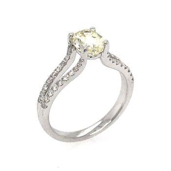 18k Yellow Oval Diamond Engagement Ring