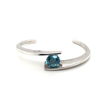 Circle Pendant With Oval Paraiba Apatite Diamonds