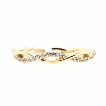 Simulated Diamond Twist Ring