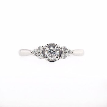 Delicate Round Center Diamond Ring with Side Stones