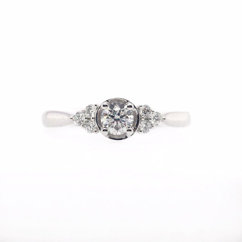Gems One Delicate Round Center Diamond Ring with Side Stones