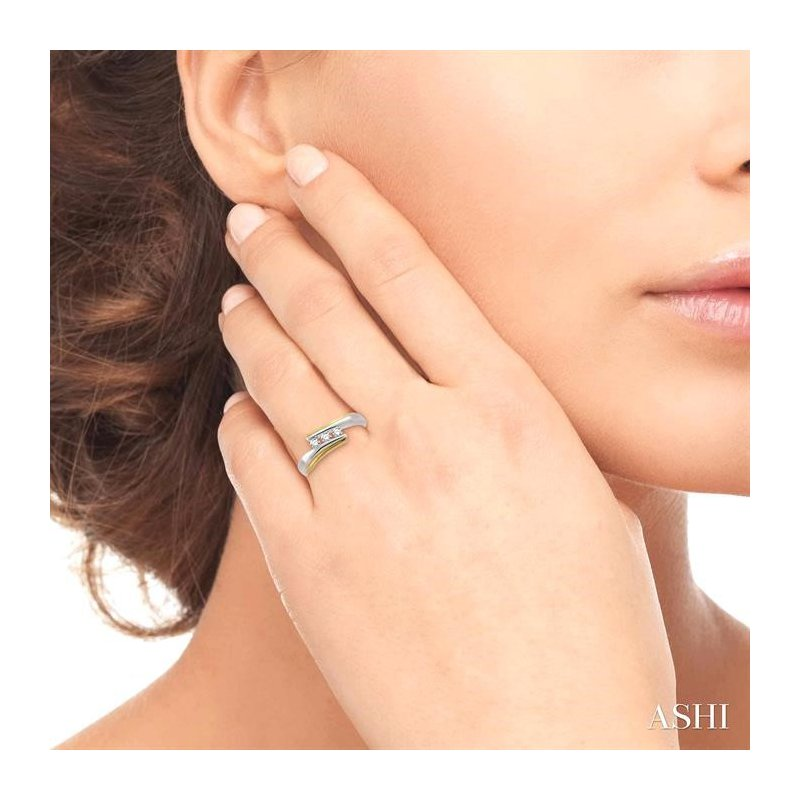 Lovebright Collection Jewelry THREE STONE DIAMOND WEDDING BAND