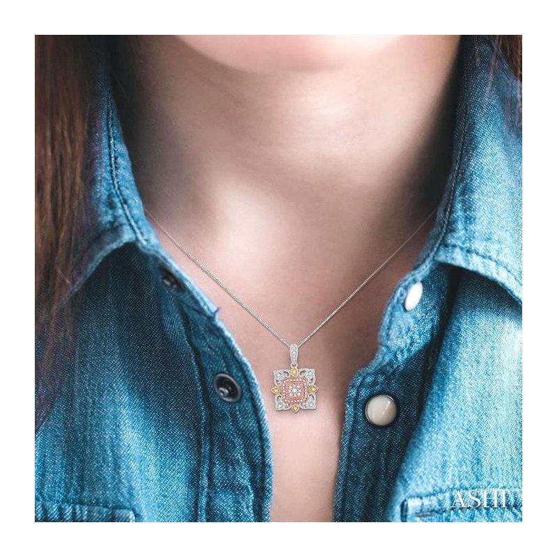 Lovebright Collection Jewelry FLOWER SHAPE DIAMOND PENDANT