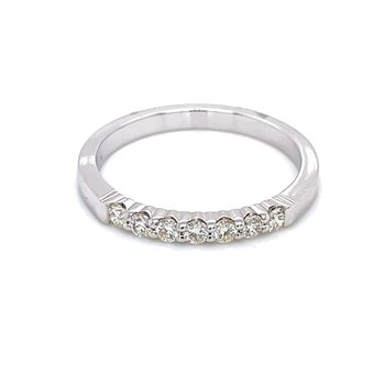 7 Diamond Shared Prong Band 1/4ctw 14kw