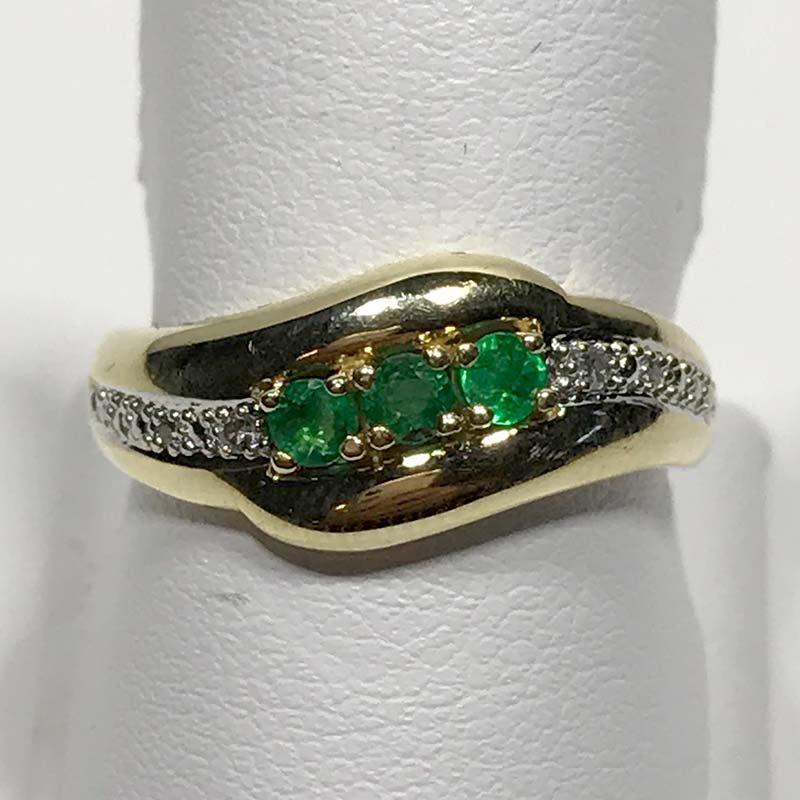 Antique & Estate Emerald and Diamond Ring