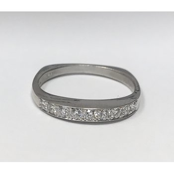 Platinum Walls Moonlight Wedding Band