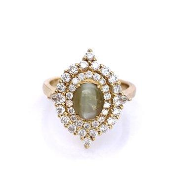 Cat's Eye Chrysoberyl & Diamond Ring