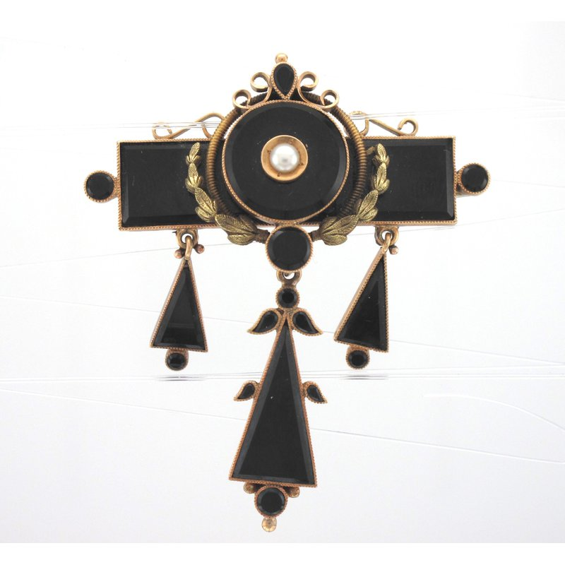 Antique, Estate & Consignment Onyx Pin