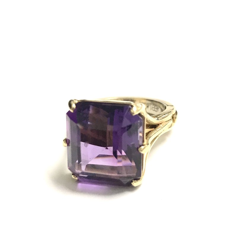 Antique, Estate & Consignment 18k Amethyst Cocktail Ring