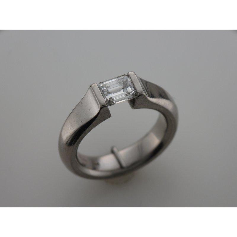 Antique, Estate & Consignment Platinum Kretchmer Diamond Ring