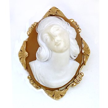 Lady's vintage Victorian design cameo brooch that can also be worn as a pendant
