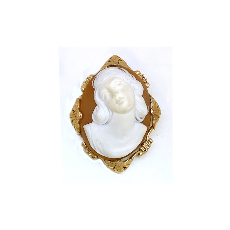 Estate & Vintage Lady's vintage Victorian design cameo brooch that can also be worn as a pendant