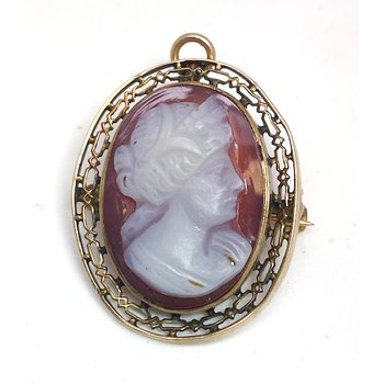 Lady's vintage cameo brooch