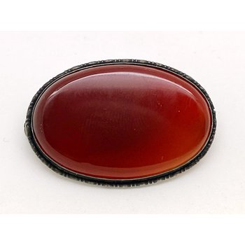Lady's vintage carnelian and silver brooch