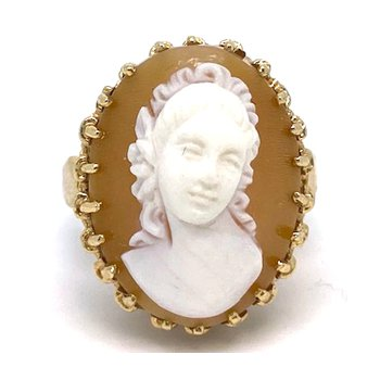 Lady's vintage cameo ring