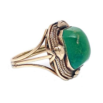 Lady's vintage turquoise and yellow gold ring
