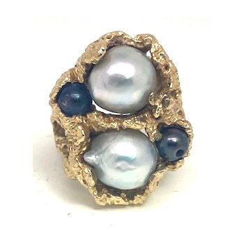 Lady's vintage grey Tahitian pearls and yellow gold freeform ring