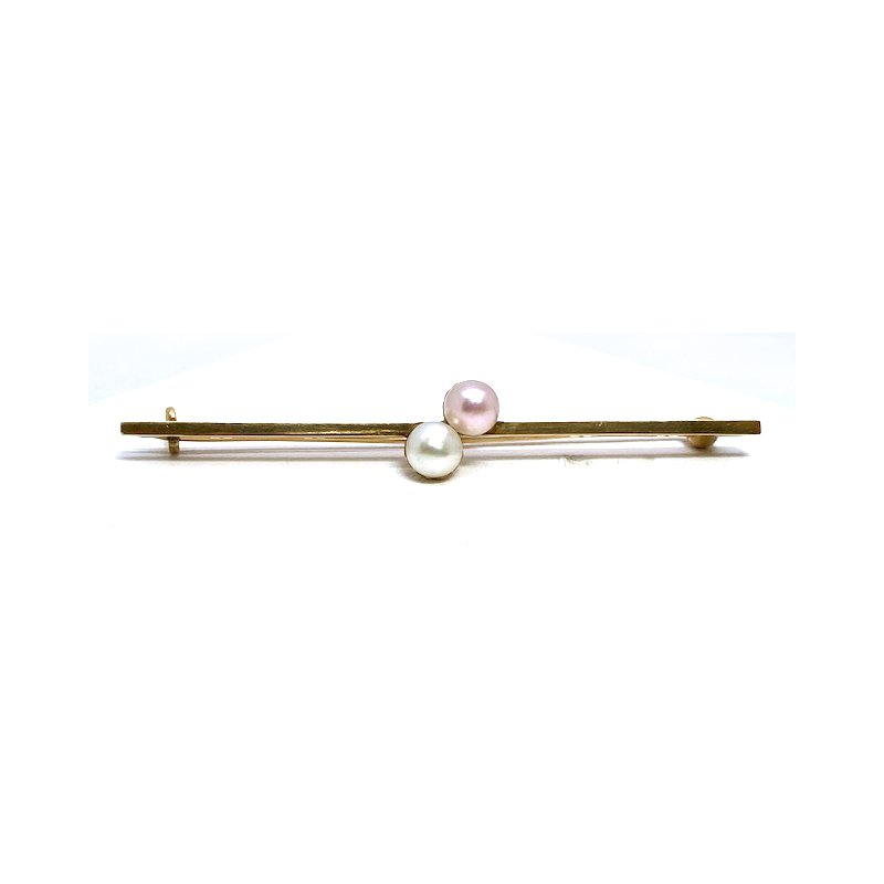 Estate & Vintage Lady's vintage yellow gold and cultured pearl bar pin