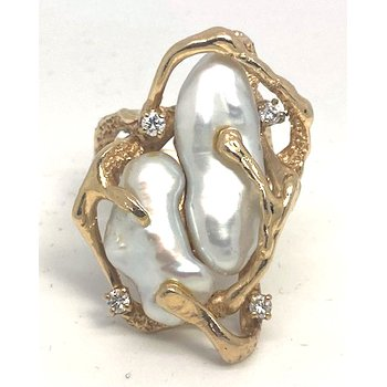 Lady's vintage cultured pearl, diamond and yellow gold freeform ring