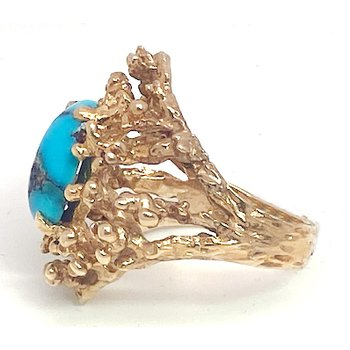 Lady's vintage turquoise and yellow gold freeform ring