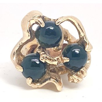 Lady's vintage yellow gold and onyx freeform ring