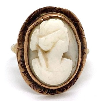 Lady's vintage coral cameo ring