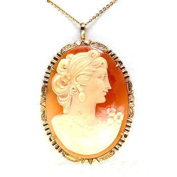 Lady's vintage cameo brooch that can also be worn as a pendant, necklace