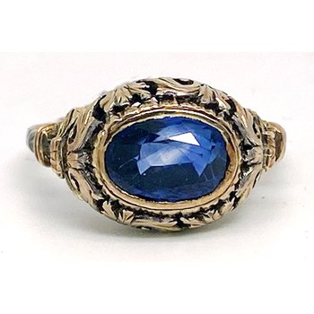Lady's vintage sapphire and yellow gold ring