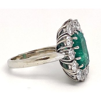 Lady's vintage emerald, diamond and white gold ring, with butterfly guard