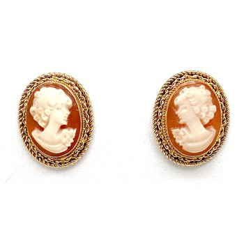 Lady's vintage cameo earrings