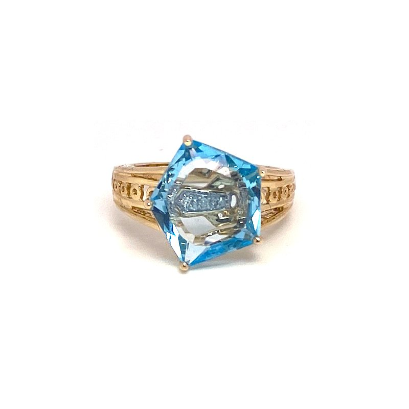 Estate & Vintage Lady's vintage blue topaz and two-tone gold ring