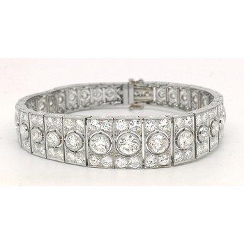 Lady's Art Deco design graduated diamond and platinum bracelet