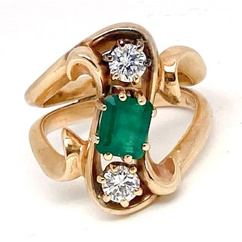 Lady's vintage emerald, diamond and yellow gold freeform ring